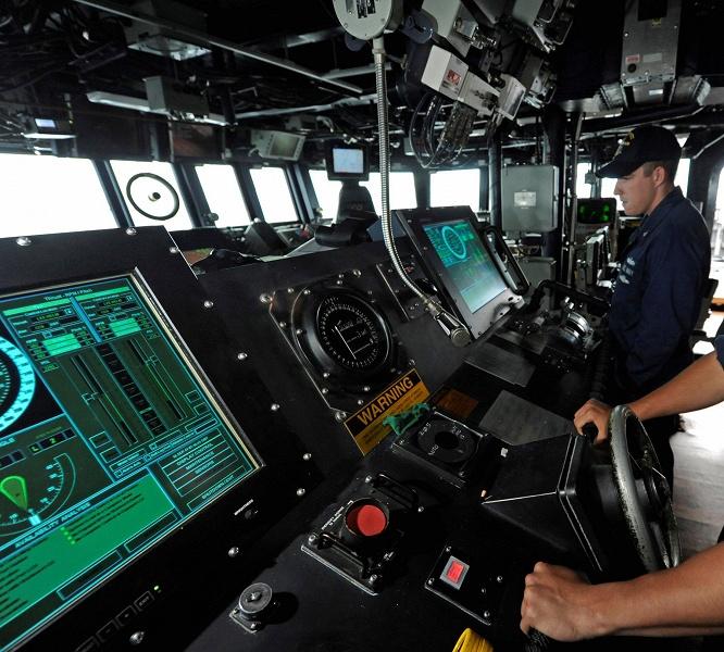 ВМС США отказываются от сенсорных экранов на мостиках эсминцев типа «Арли Берк»