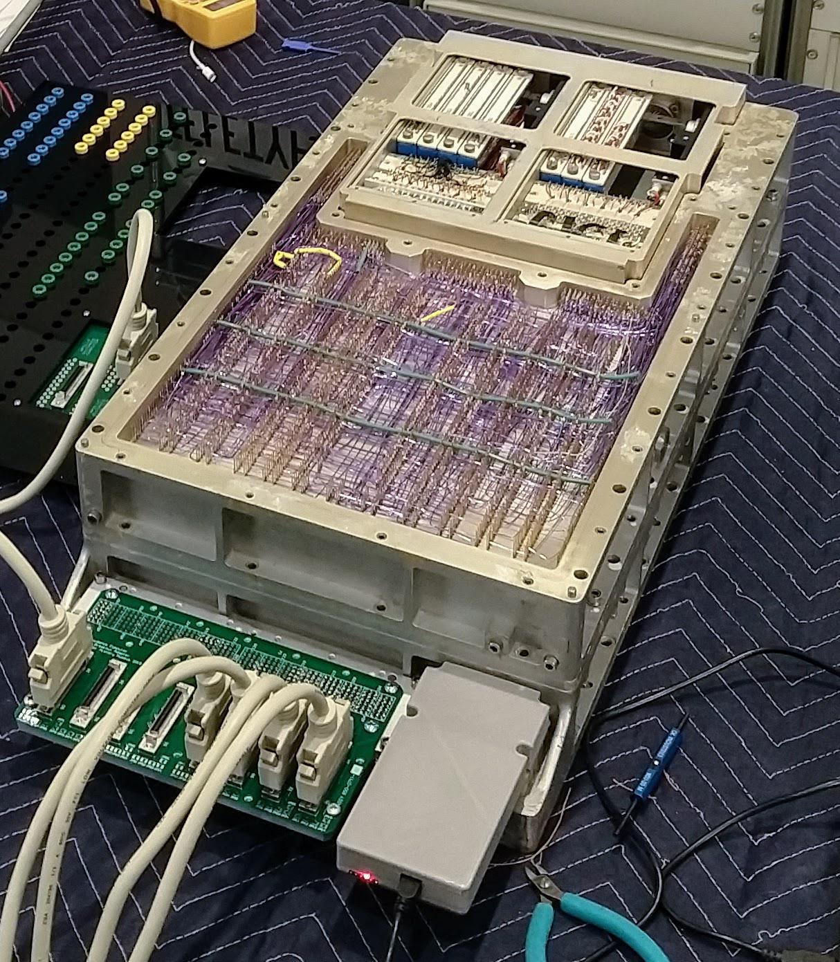 Бортовой управляющий компьютер «Аполлона»: дипстик и инженерный анализ памяти на многократно прошитых сердечниках - 1
