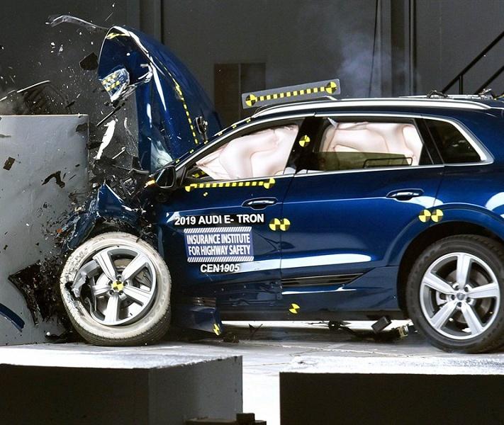 Audi e-tron стал первым электрическим авто, получившим награду IIHS 2019 Top Safety Pick+