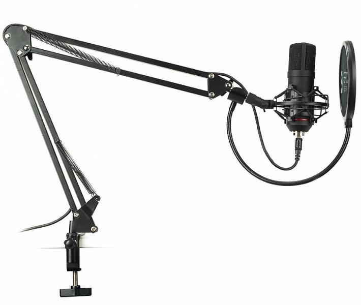 Микрофон SPC Gear SM900 комплектуется стойкой-пантографом, подвесом и поп-фильтром