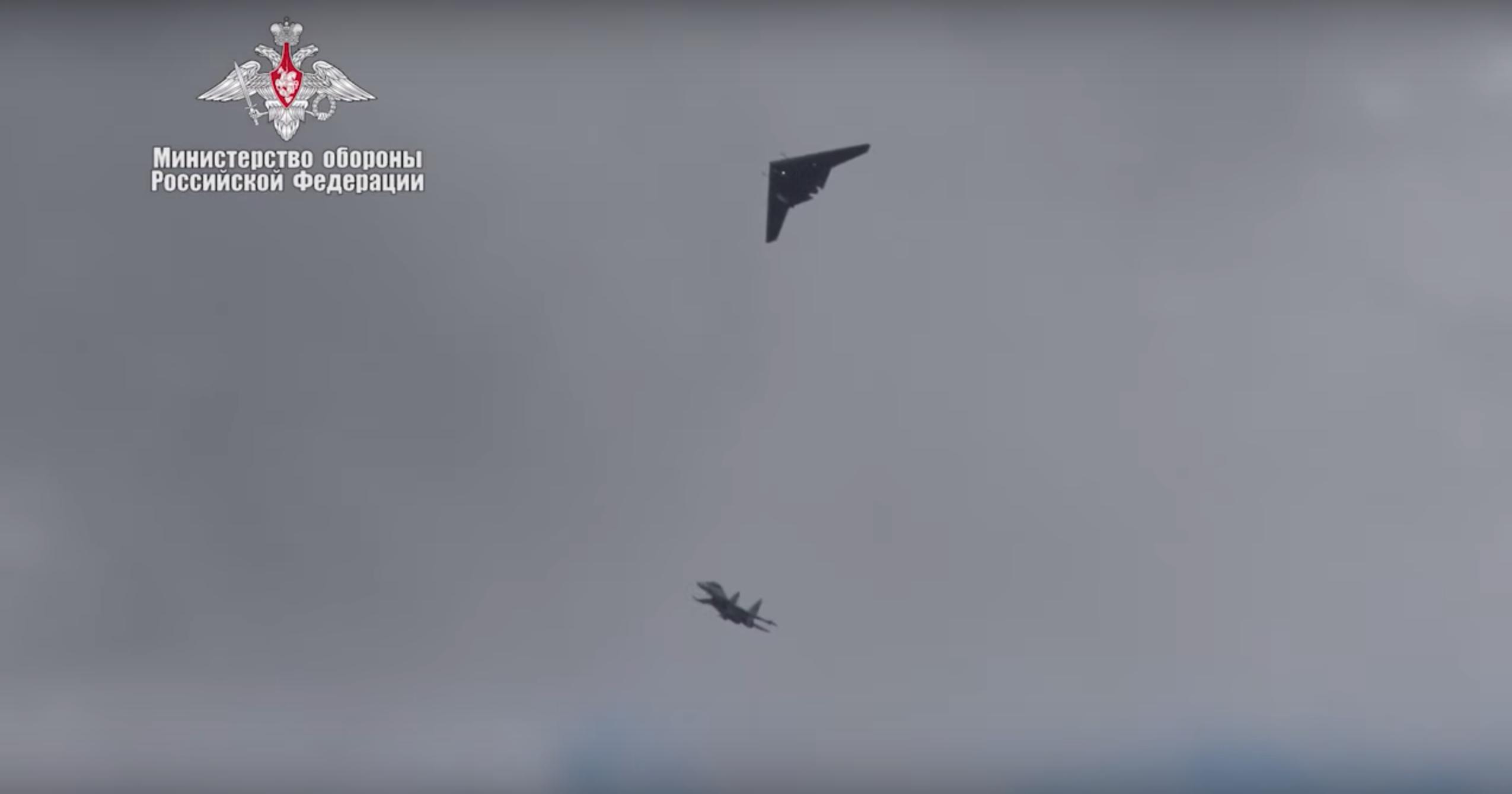 Минобороны показало совместный полёт БЛА «Охотник» и Су-30СМ