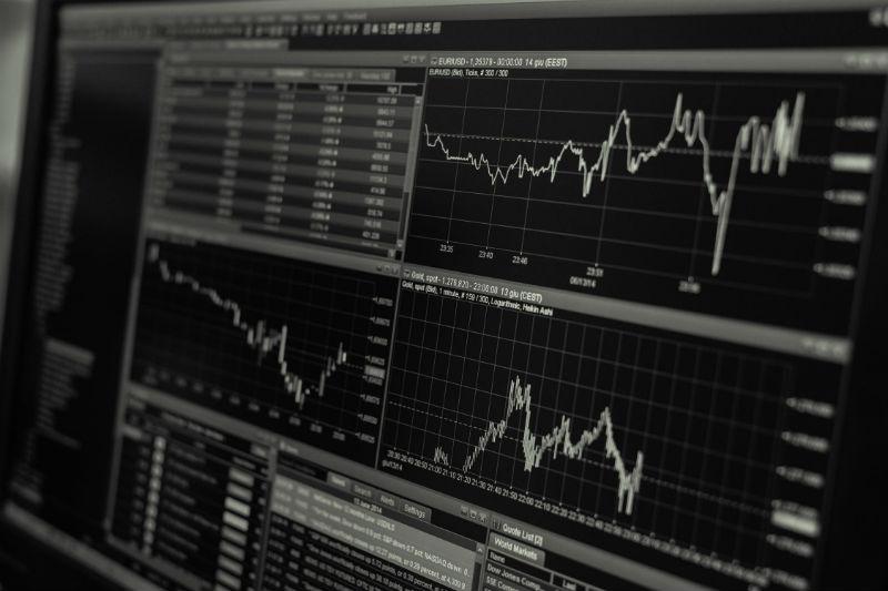 Инвестиции на бирже и сопутствующие расходы: сколько стоят услуги брокерской компании - 1
