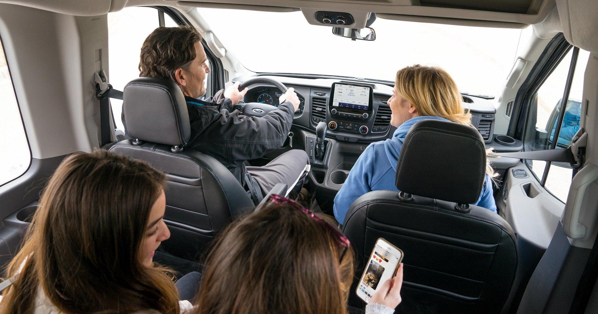 Ford заставит задних пассажиров придержать языки