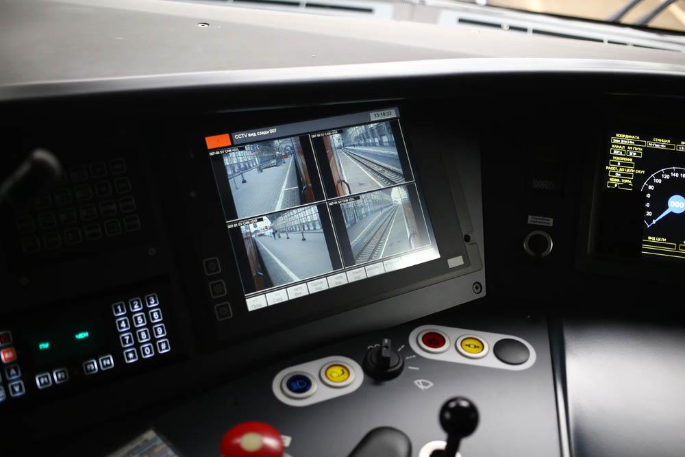 В кабине машиниста поезда - 27