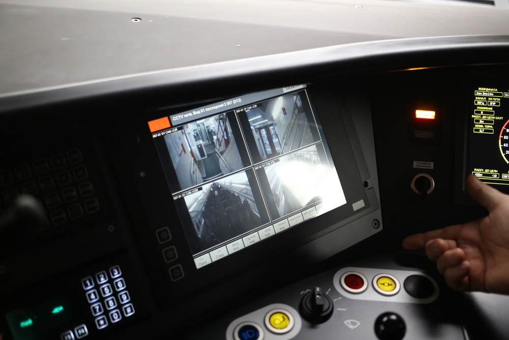 В кабине машиниста поезда - 28