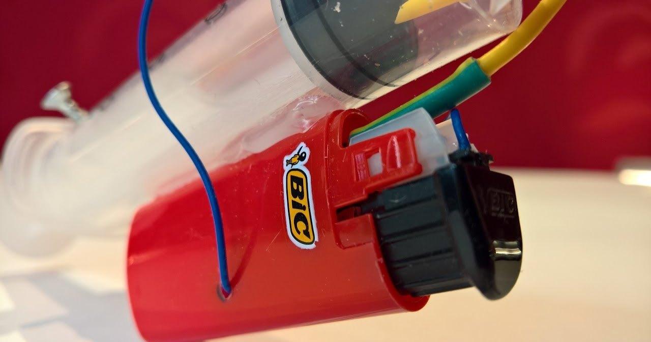Как сделать игрушечный пистолет из зажигалки и шприца