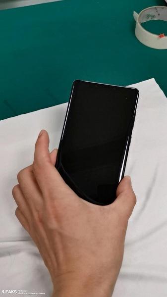 Не круг, а прямоугольник. Реальные фотографии Huawei Mate 30 демонстрируют неожиданный дизайн