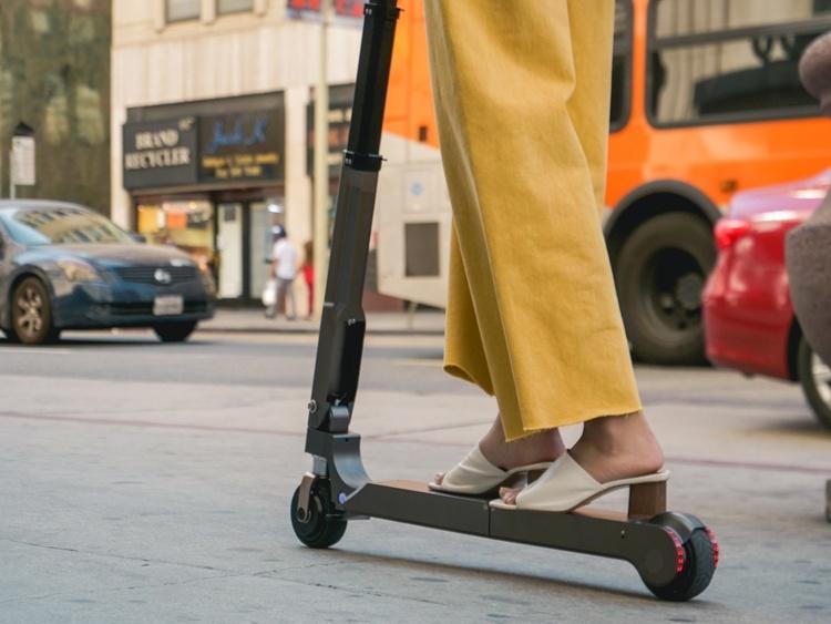Складной электрический скутер Hyundai имеет запас хода в 20 км