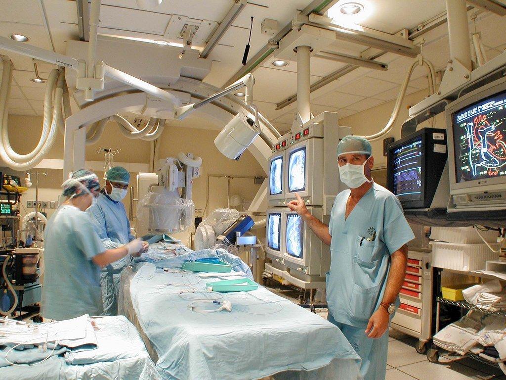 Израильские врачи спасли российскую девочку, удалив опухоль черепа через нос - 4