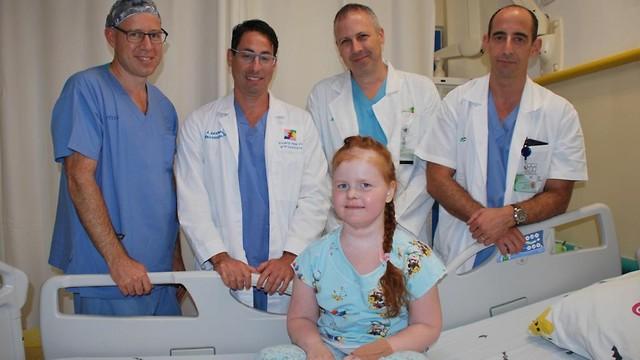 Израильские врачи спасли российскую девочку, удалив опухоль черепа через нос - 1