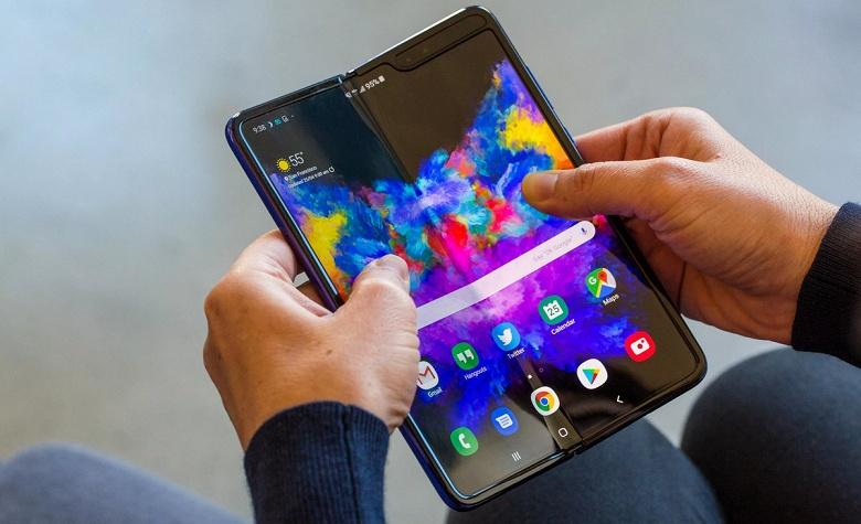 Смартфон Samsung Galaxy Fold со сгибающимся экраном поступит в продажу 5 сентября