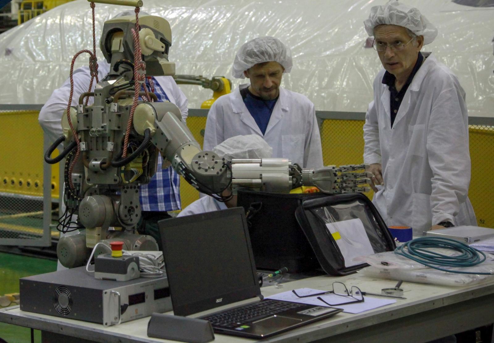 Робот FEDOR — много фото и даже видео с МКС, подготовка космонавта-оператора и первые испытания робота - 15