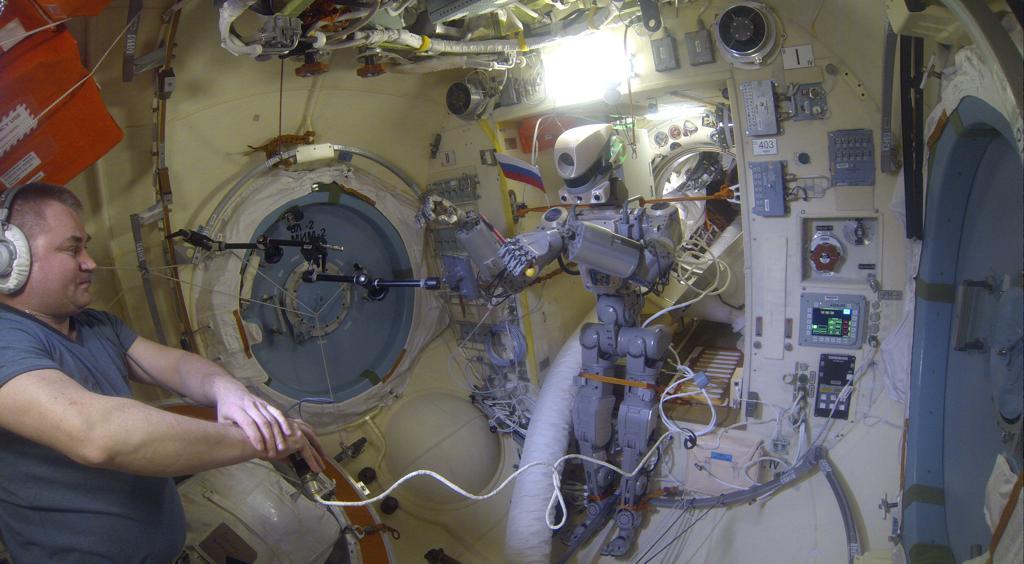 Робот FEDOR — много фото и даже видео с МКС, подготовка космонавта-оператора и первые испытания робота - 24