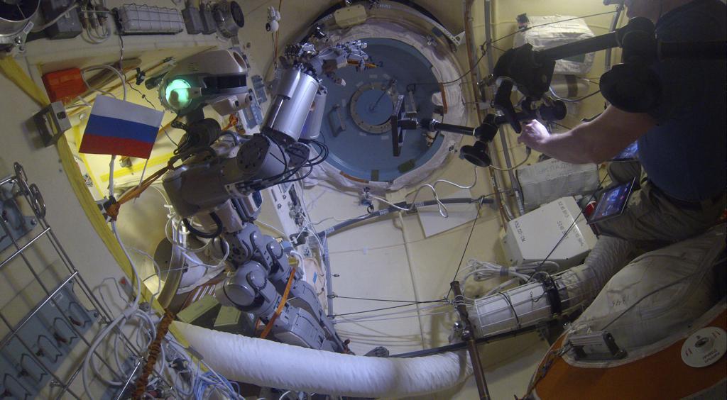 Робот FEDOR — много фото и даже видео с МКС, подготовка космонавта-оператора и первые испытания робота - 26