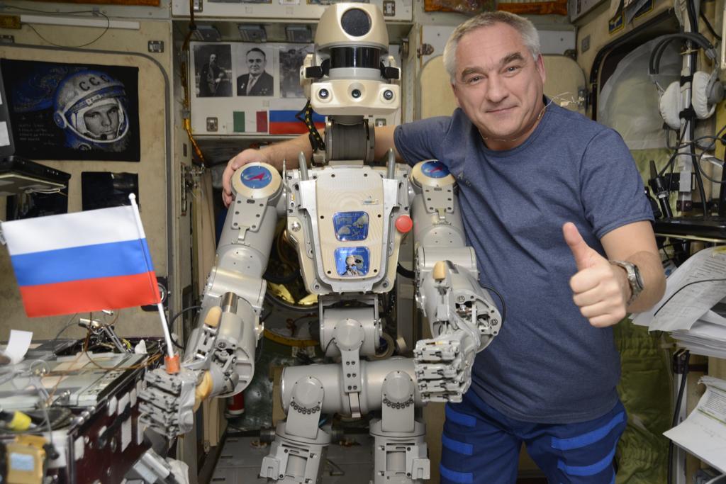 Робот FEDOR — много фото и даже видео с МКС, подготовка космонавта-оператора и первые испытания робота - 5