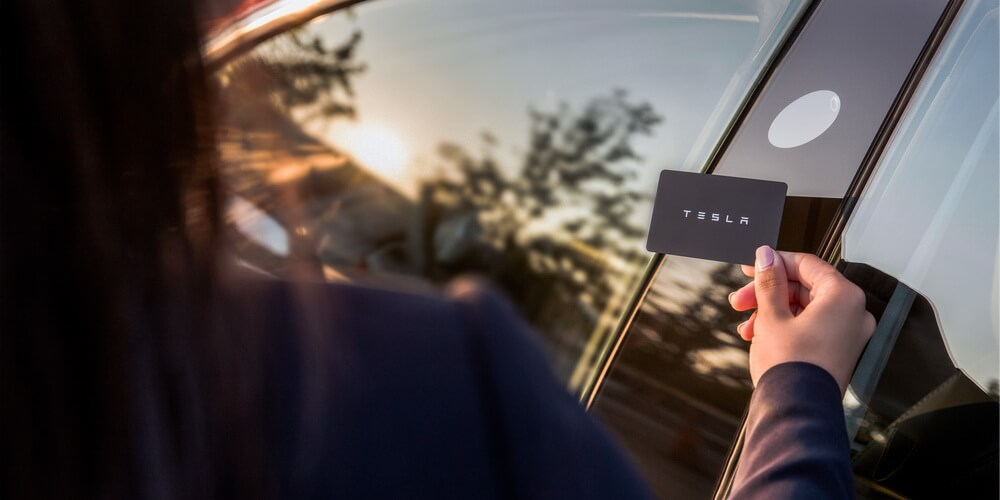 Многие владельцы Tesla на несколько часов лишились доступа к своим электромобилям - 4