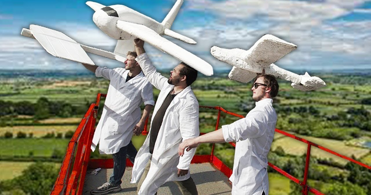 Как сделать самолет из хлама: кто быстрее