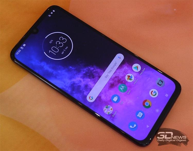 IFA 2019: смартфон Motorola One Zoom с квадрокамерой на стенде Lenovo