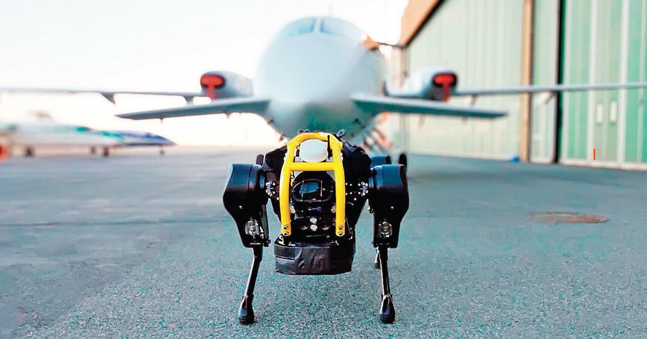 Робот-силач тянет самолет: мощь гидравлики