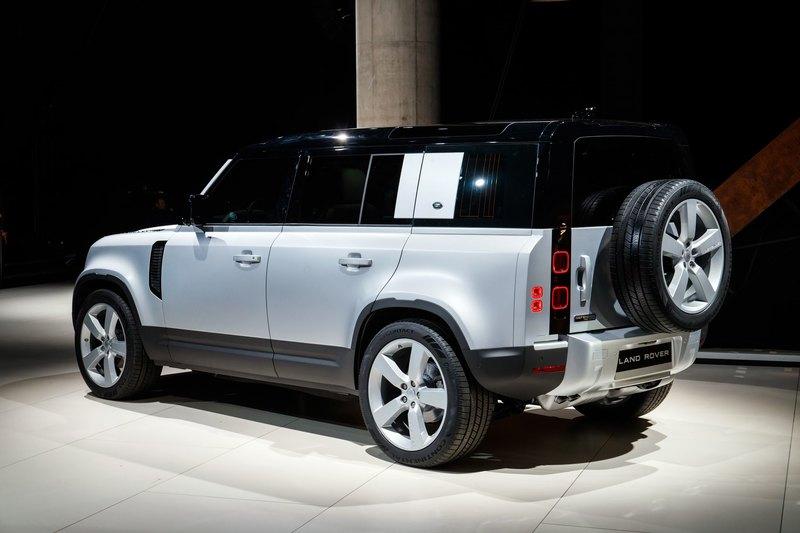 Новый Land Rover Defender лишился рамы и мостов