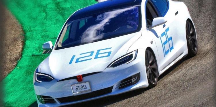 Илон Маск объявил о новом рекорде Tesla Model S