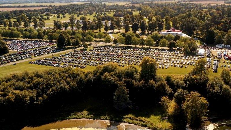 Bentley собрала вместе 1 321 автомобиль