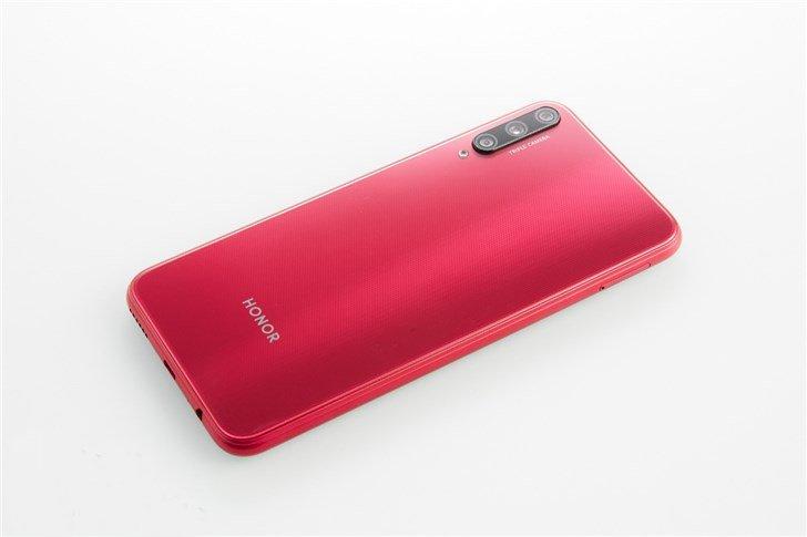 Конкурент Redmi Note 8. 140-долларовый Honor Play 3 с 48-мегапиксельной камерой выходит завтра