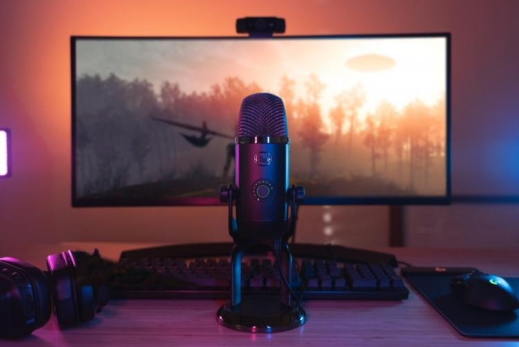 USB-микрофон Blue Yeti X идеально подходит для подкастов и потокового вещания