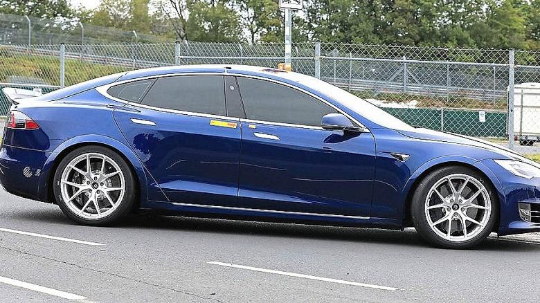 Семиместная трёхмоторная Tesla Model S будет запущена в производство в ближайшие месяцы