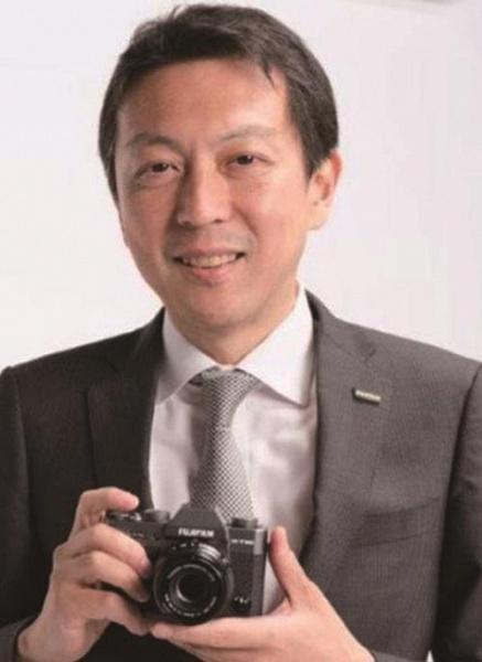 Топ-менеджер Fujifilm признал, что потребителям трудно объяснить, в чем смартфоны уступают камерам