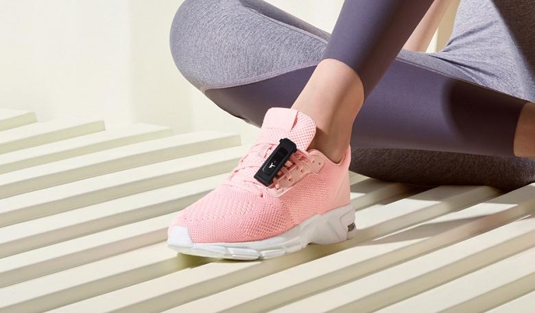 Его можно носить на кроссовках. Huawei представила фитнес-браслет Band 4e в России