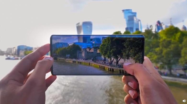 Первый в мире смартфон с экраном-водопадом получит несколько преемников