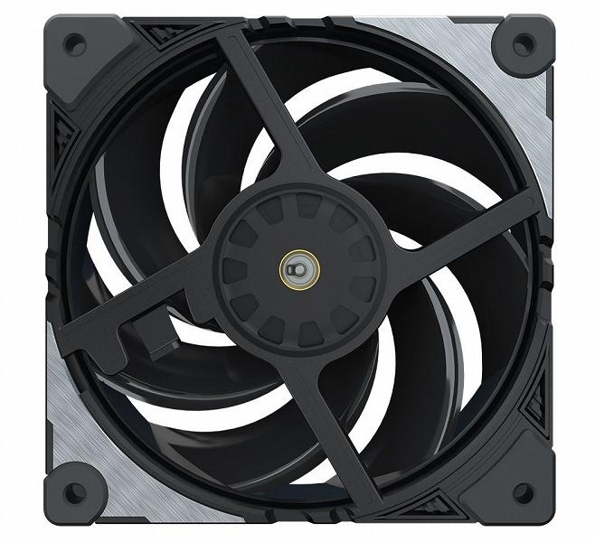 Переключатель на корпусе вентилятора Cooler Master MasterFan SF120M позволяет ограничивать максимальную скорость
