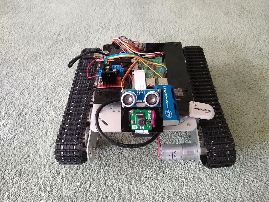 Робот-танк на Raspberry Pi с Intel Neural Computer Stick 2 - 1