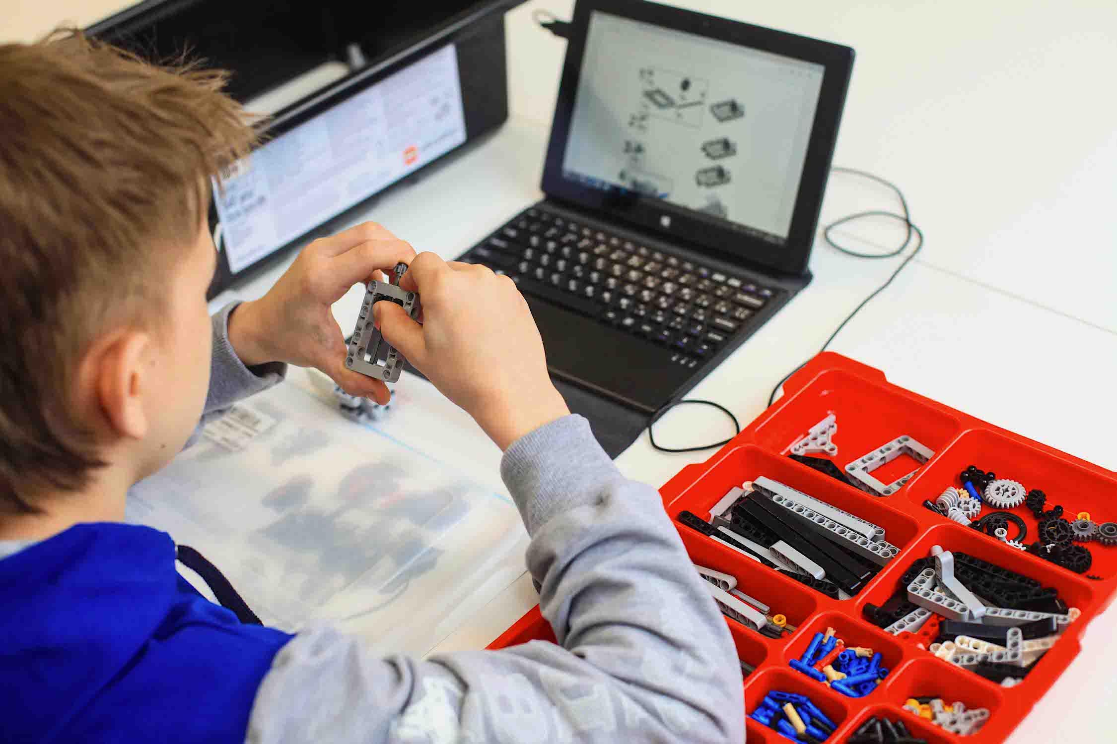 Проект клубов по робототехнике «GoROBO» — его делает стартап из акселератора Университета ИТМО - 2