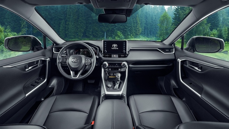 Новый кроссовер Toyota RAV4: улучшенный внедорожный потенциал и цена от 1 756 000 рублей