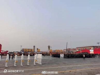 Перспективный флагман Honor V30 — как инструмент фотохроники: смартфон запечатлел подготовку к празднованию 70-летия КНР