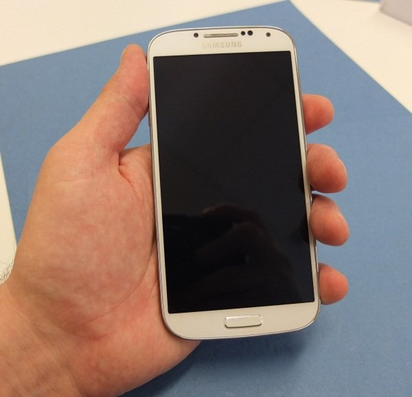 Пользователи флагмана 2013 года стали немного богаче. Samsung согласилась заплатить всем покупателям Galaxy S4 за обман