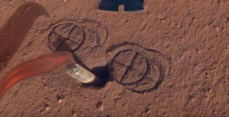NASA планирует спасти застрявший бур марсианского зонда InSight с помощью роборуки - 1