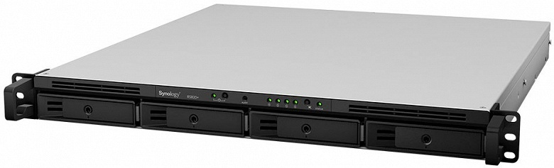 Хранилища с сетевым подключением Synology NAS RackStation RS820+ и RS820RP+ рассчитаны на четыре накопителя