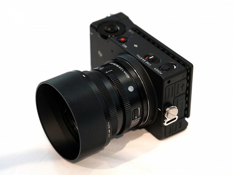 Стала известна цена камеры Sigma fp - 1
