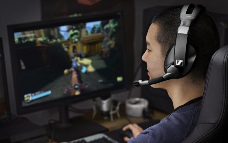 Беспроводная игровая гарнитура Sennheiser GSP 370 обеспечит 100 часов автономной работы