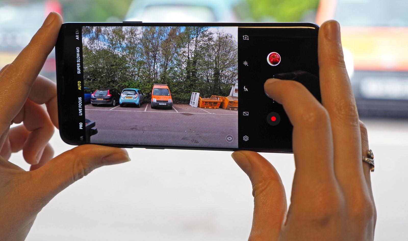 Исследователи обещают избавиться от выступающих камер в смартфонах: создали новые линзы - 1