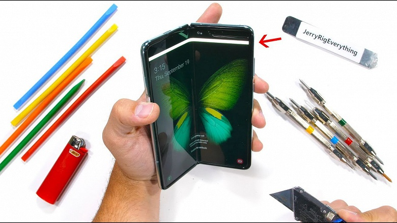 Мастер сокрушения разобрал Samsung Galaxy Fold и удивился, как тот вообще работает