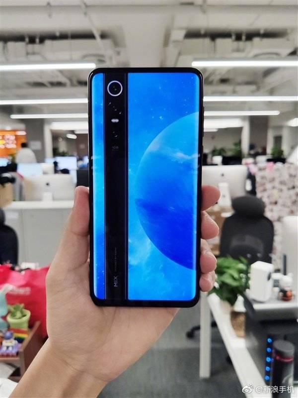Фото Xiaomi Mi Mix Alpha в защитном чехле вызывает массу вопросов