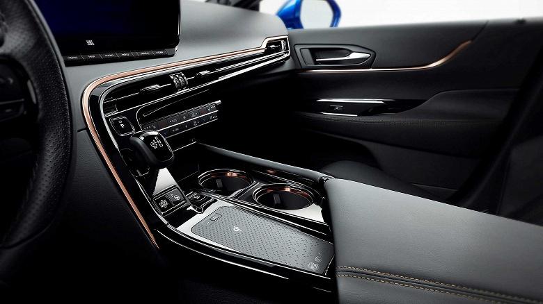 Из гадкого утенка в красивый фастбэк. Представлен водородомобиль Toyota Mirai второго поколения