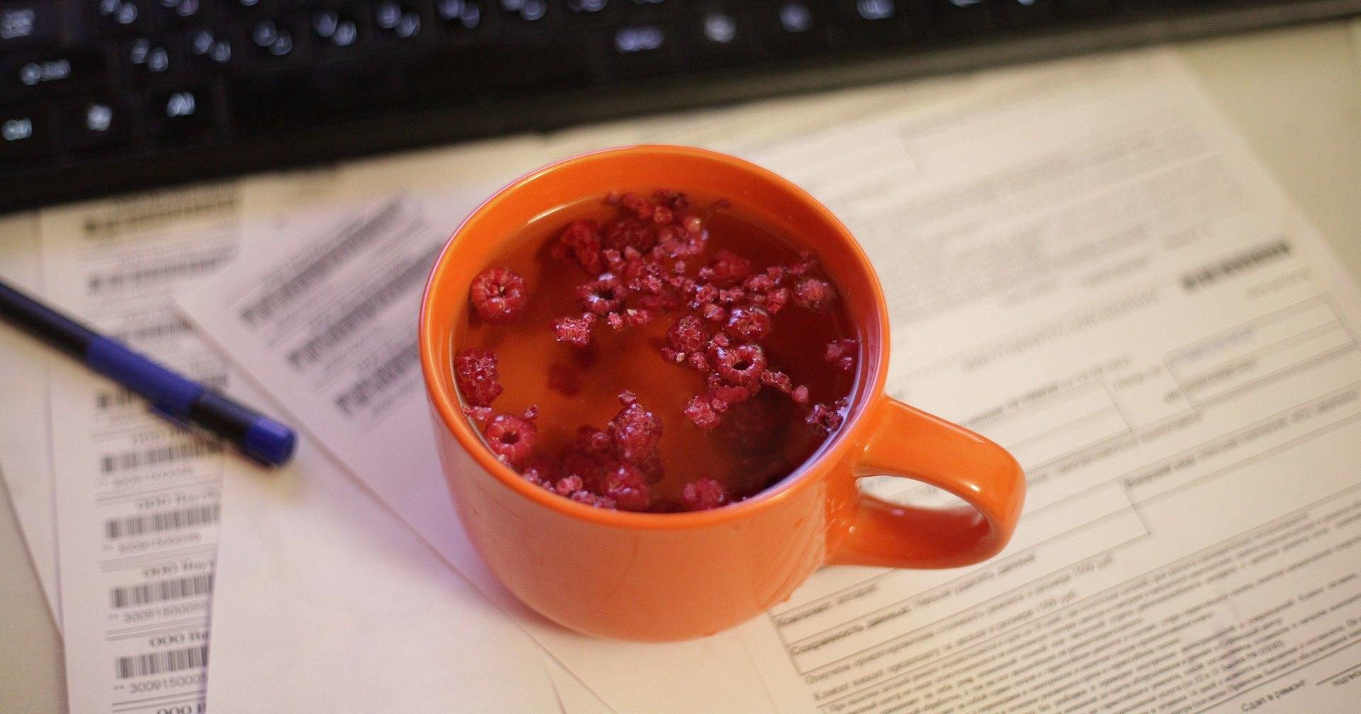 Почему малиновый чай, чеснок и закаливания бесполезны: отвечает специалист
