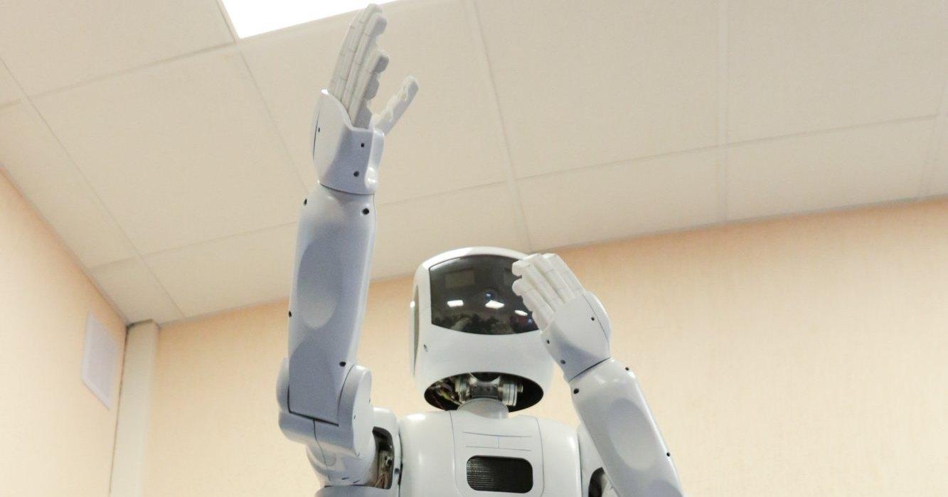 Люди оказались доверчивы к роботам
