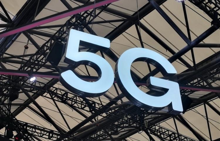 В Китае 2G-телефоны по-прежнему продаются лучше 5G-смартфонов