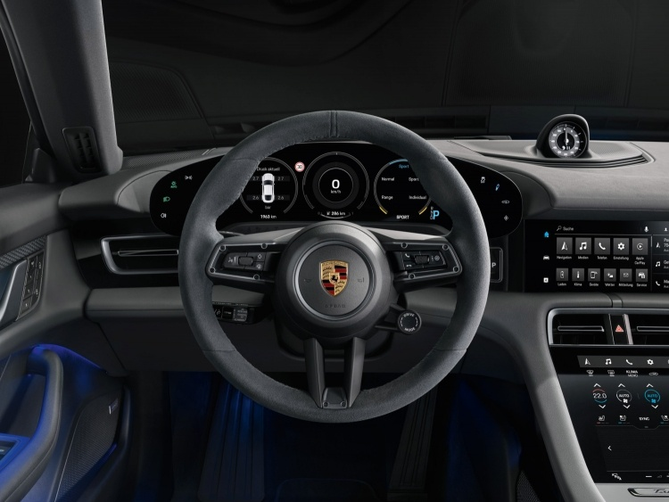 Porsche представила более доступную версию электромобиля Taycan